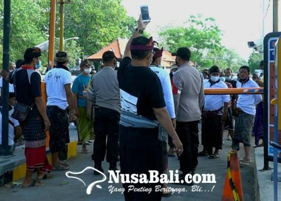 Nusabali.com - akses-masuk-diportal-berbayar-warga-pulau-serangan-unjuk-rasa