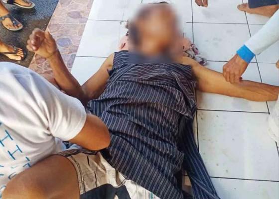 Nusabali.com - coba-bunuh-diri-pria-lajang-pukul-kepala-pakai-paving