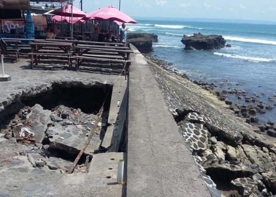 Nusabali.com - abrasi-parah-ancam-pantai-eco-beach-di-canggu