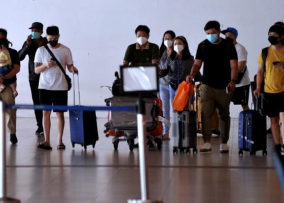 Nusabali.com - pengguna-penerbangan-di-bandara-ngurah-rai-mulai-bergerak-naik