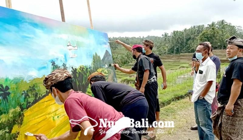 www.nusabali.com-pelukis-bac-ramai-ramai-melukis-di-pematang-sawah