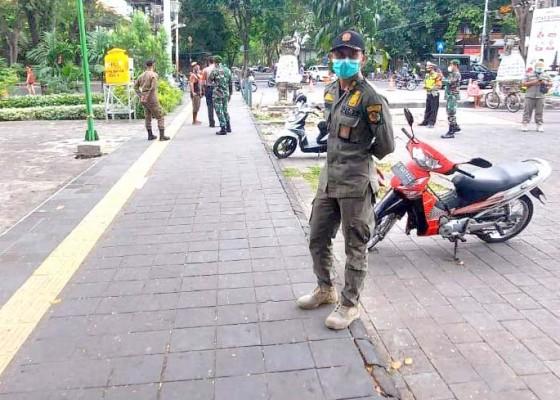 Nusabali.com - tim-yustisi-denpasar-jaring-5-orang-pelanggar-prokes