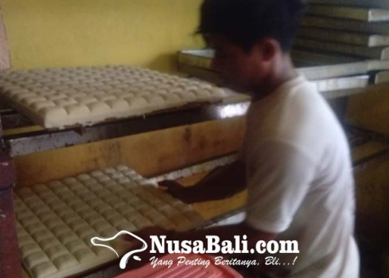 Nusabali.com - inspiratif-pemuda-19-tahun-hasilkan-cuan-dari-jualan-tahu-bandung