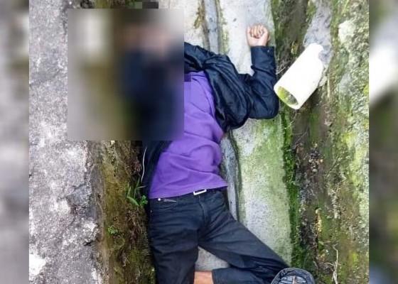 Nusabali.com - pemotor-tewas-tabrak-pembatas-jalan