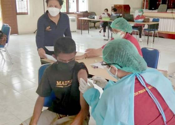 Nusabali.com - belasan-siswa-slb-jimbaran-jalani-vaksinasi-susulan