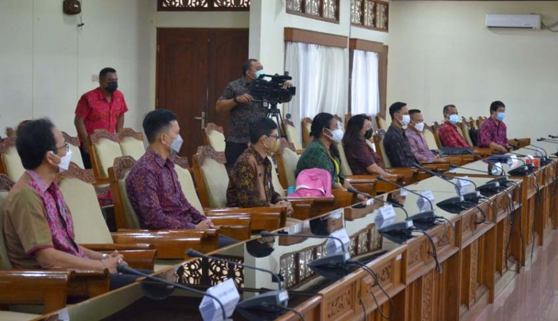 www.nusabali.com-komisi-iv-tuntaskan-uji-kelayakan-10-calon-kppad-bali