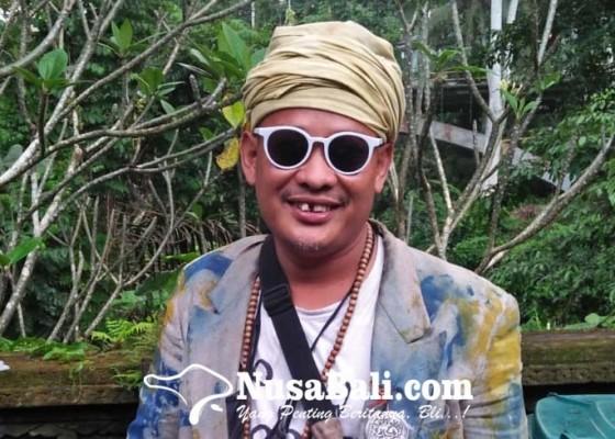 Nusabali.com - pandi-seniman-nyentrik-asal-ubud-biar-buduh-yang-penting-seger