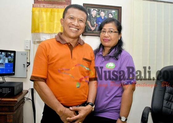 Nusabali.com - istri-gantikan-suami-jadi-lurah-sesetan