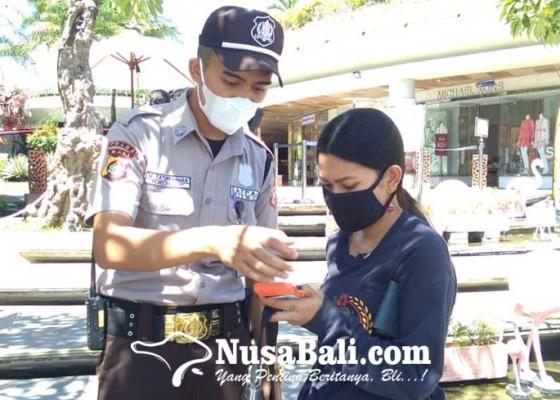 Nusabali.com - mal-sudah-boleh-buka-beachwalk-kuta-mulai-diserbu-pengunjung