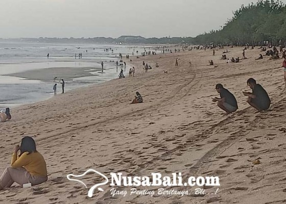 Nusabali.com - pengunjung-pedagang-pantai-kuta-wajib-tunjukkan-sertifikat-vaksinasi