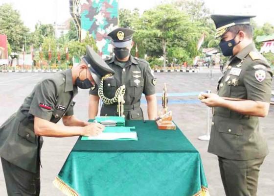 Nusabali.com - pangdam-lantik-400-prajurit-tamtama