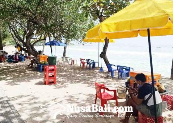 Nusabali.com - 200-pedagang-di-pantai-kuta-mulai-berjualan