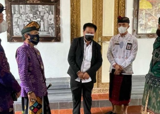 Nusabali.com - tim-peneliti-verifikasi-lapangan-ke-klungkung