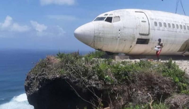 www.nusabali.com-pesawat-bertengger-di-atas-tebing-pantai-nyang-nyang