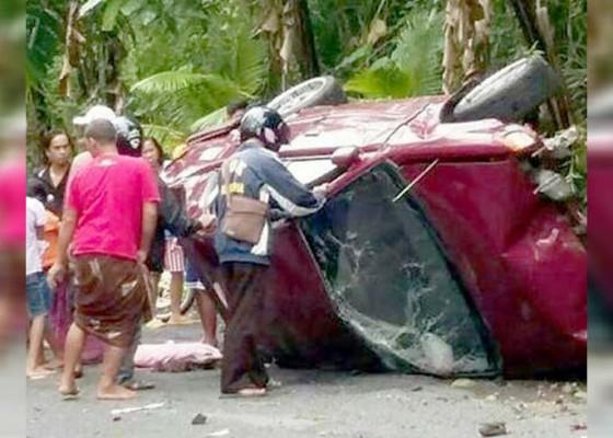 Nusabali.com - rem-blong-sedan-terguling-di-jalur-padangbulia