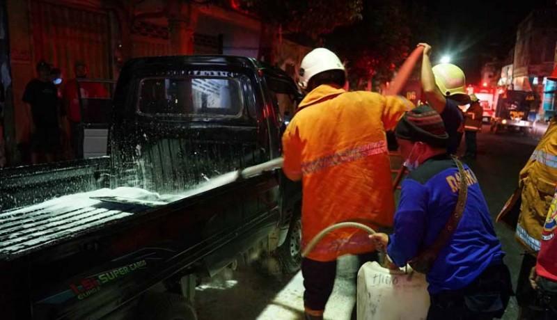 www.nusabali.com-oli-tumpah-pick-up-terbakar