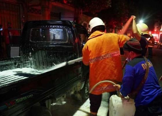 Nusabali.com - oli-tumpah-pick-up-terbakar