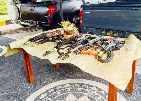 Nusabali.com - senjata-dan-kendaraan-polresta-denpasar-diupacarai