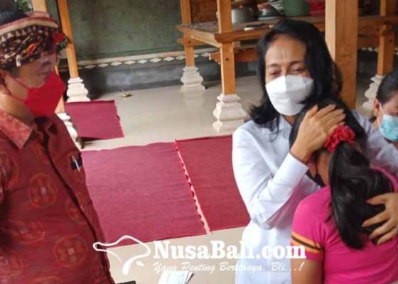 Nusabali.com - menteri-pppa-gelontor-bantuan-untuk-keluarga-korban-covid-19
