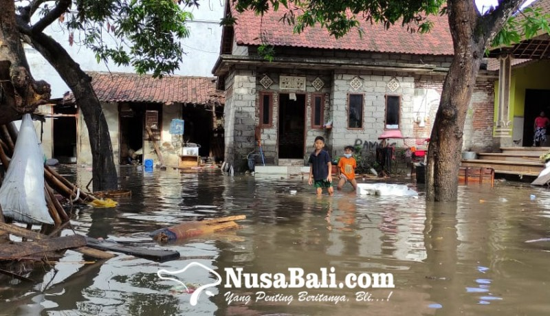 www.nusabali.com-sungai-candigara-meluap-puluhan-rumah-di-kusamba-terendam-banjir