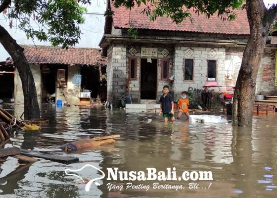 Nusabali.com - sungai-candigara-meluap-puluhan-rumah-di-kusamba-terendam-banjir