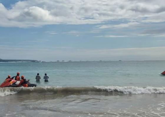 Nusabali.com - seorang-guru-hilang-disapu-ombak-di-pantai-dreamland