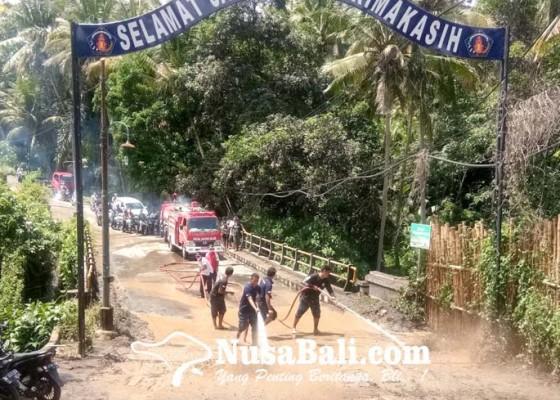 Nusabali.com - tanah-galian-longsor-meluber-ke-jembatan