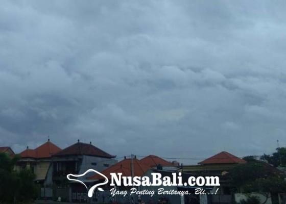 Nusabali.com - bali-diselimuti-awan-tebal-waspada-potensi-hujan-lebat-disertai-petir