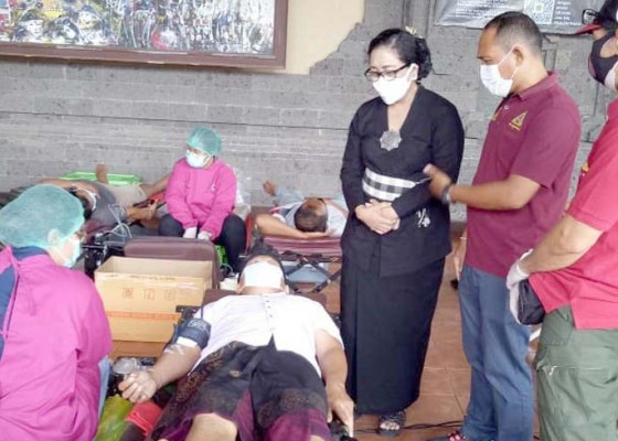 Nusabali.com - saat-pakis-bali-pasikian-pecalang-dan-yowana-berkolaborasi