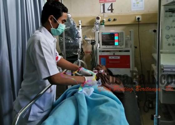 Nusabali.com - tabrak-mobil-parkir-anak-tewas-ibu-sekarat