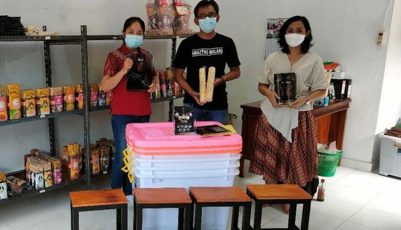 www.nusabali.com-universitas-mahasaraswati-dan-stmik-stikom-indonesia-dukung-eksistensi-perajin-dupa