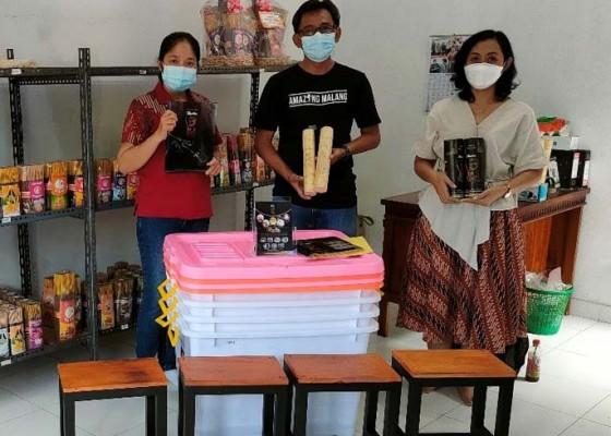 Nusabali.com - universitas-mahasaraswati-dan-stmik-stikom-indonesia-dukung-eksistensi-perajin-dupa
