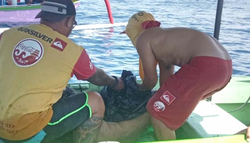 www.nusabali.com-jenazah-lansia-terombang-ambing-di-laut