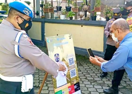 Nusabali.com - polisi-bantu-sosialisasikan-pedulilindungi
