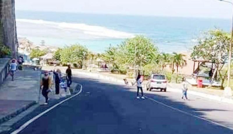 www.nusabali.com-pengunjung-pantai-pandawa-makin-ramai