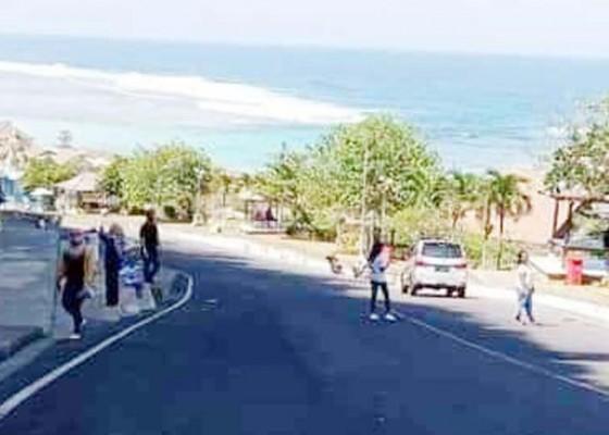 Nusabali.com - pengunjung-pantai-pandawa-makin-ramai