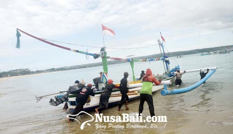 www.nusabali.com-gelombang-tinggi-sejumlah-nelayan-kedonganan-tetap-melaut