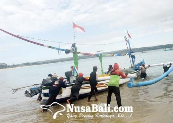 Nusabali.com - gelombang-tinggi-sejumlah-nelayan-kedonganan-tetap-melaut
