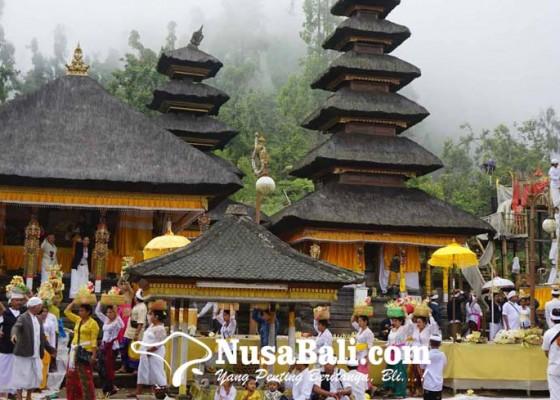 Nusabali.com - dua-sulinggih-muput-pujawali-di-pura-pasar-agung