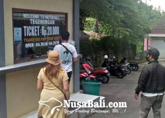Nusabali.com - wisatawan-air-terjun-tegenungan-wajib-scan-qr-peduli-lindungi