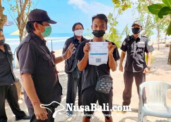 Nusabali.com - petugas-periksa-kelengkapan-dokumen-pedagang