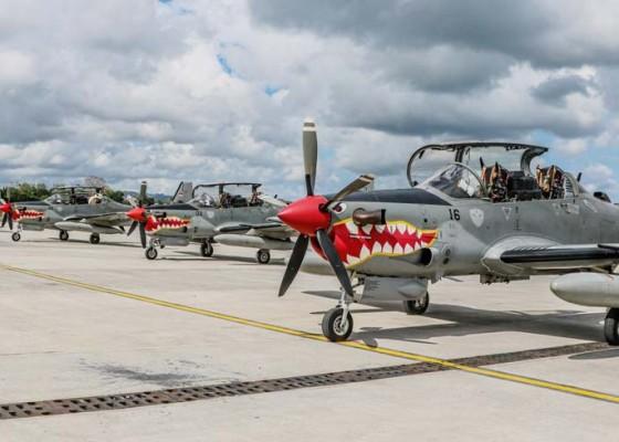 Nusabali.com - empat-pesawat-tempur-tni-au-latihan-di-udara-bali