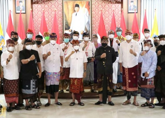 Nusabali.com - gubernur-koster-ajak-komponen-pariwisata-bali-kompak
