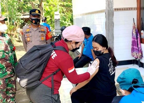 Nusabali.com - vaksinasi-door-to-door-sasar-bumil-di-baluk