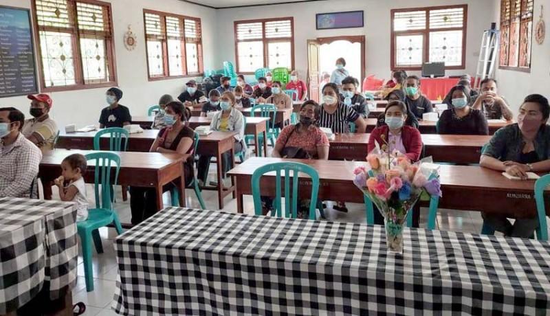 www.nusabali.com-pedagang-pasar-baturiti-dapat-materi-sekolah-pasar