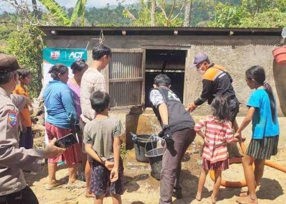 Nusabali.com - bpbd-distribusikan-50000-liter-air-di-dua-desa