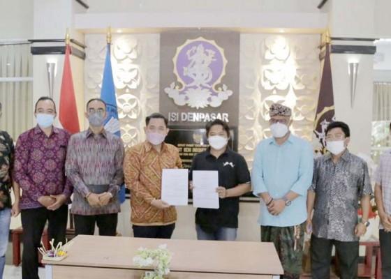 Nusabali.com - pandemi-isi-denpasar-mitra-teken-spk-merdeka-belajar-secara-drive-thru