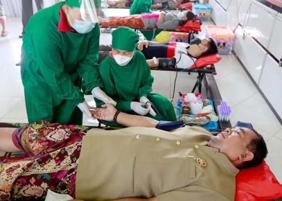 Nusabali.com - disdukcapil-klungkung-gelar-donor-darah