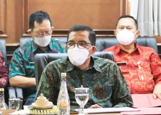 Nusabali.com - kendalikan-sampah-bupati-sanjaya-target-2022-semua-desa-dibangun-tps3r