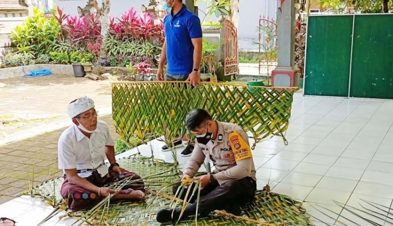 www.nusabali.com-persiapan-piodalan-di-kantor-lurah-bhabinkamtibmas-ngulat-kelabang
